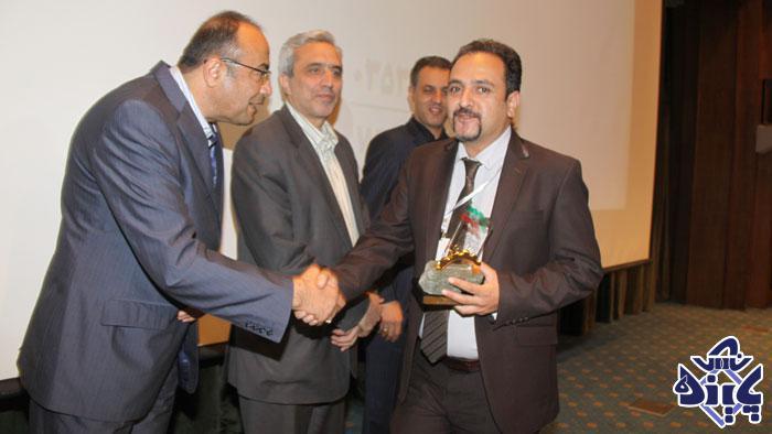 دریافت-جایزه-بزرگترین-صنایع-معدنی-دردمین-اجلاس-صنایع-معدنی-کشور