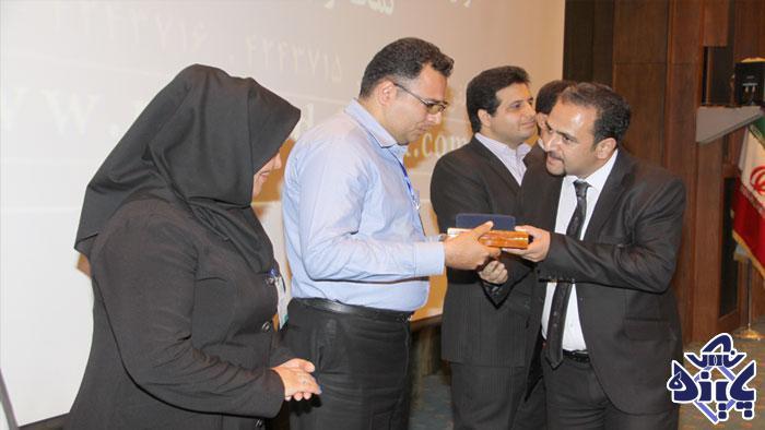 دریافت-جایزه-ویژه-مدیران-مشتری-محور-و-صنایع-منتخب-در-رضایت-مندی-مشتریان